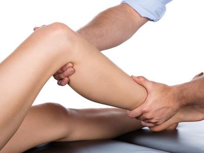 変形性膝関節症の症状「拘縮」の原因と予防法
