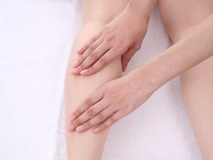 ひざが痛いときはコレ! ぜひ試したいマッサージ法