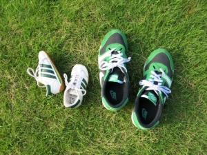 変形性膝関節症や外反母趾など、足にトラブルを抱えている人は、いつも履いている靴が症状を悪化させている可能性も。靴選びの際は、足の計測から靴選び、アフターケアにまですべて対応してくれるシューフィッターに相談するのがおすすめ! そこで、多くの人の靴選びをサポートしてきたシューフィッター歴20年の木村克敏さんに、靴選びのポイントを聞いてみました。