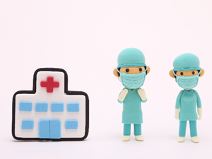 今、あらゆる分野で、再生医療が行われていることは、よくテレビや新聞などのニュースで目にします。さまざまな再生医療が行われていますが、今回はひざ関節の軟骨を再生する治療を取り上げてみましょう。